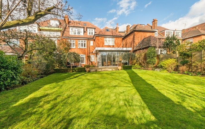 House for sale in Bracknell Gardens, Hampstead
