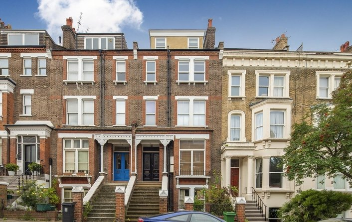 Flat for sale in Carlingford Road, Hampstead