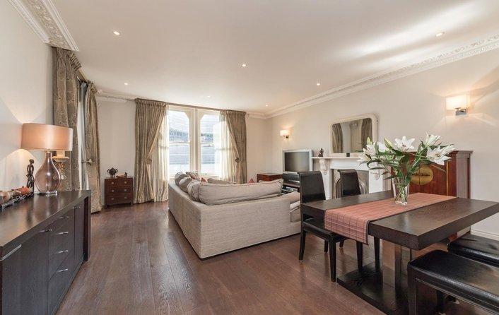 Flat for sale in Fitzjohn's Avenue, Hampstead Village