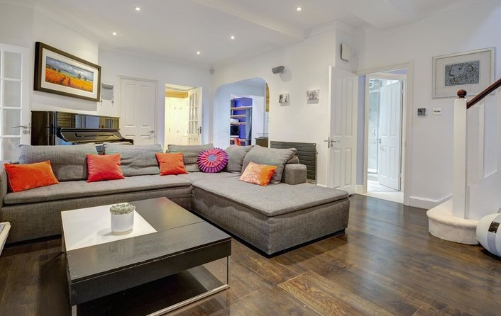 Property for sale in Kidderpore Avenue, Hampstead