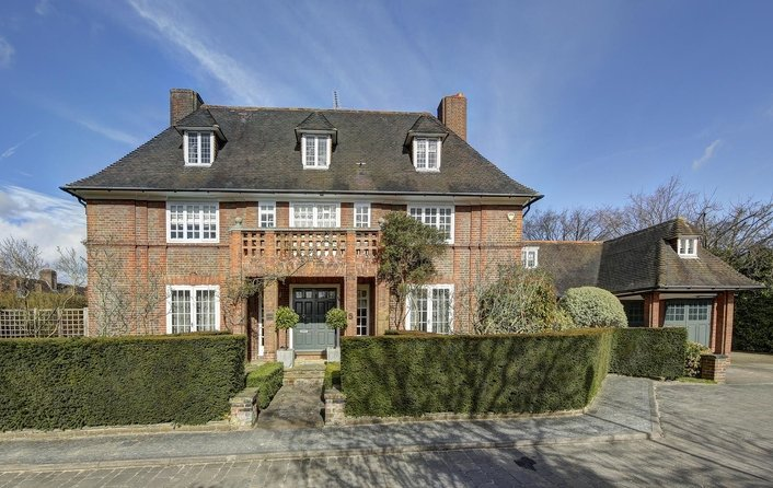 House for sale in Linnell Drive, Hampstead Garden Suburb