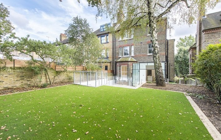 Flat for sale in Lyndhurst Road, Hampstead