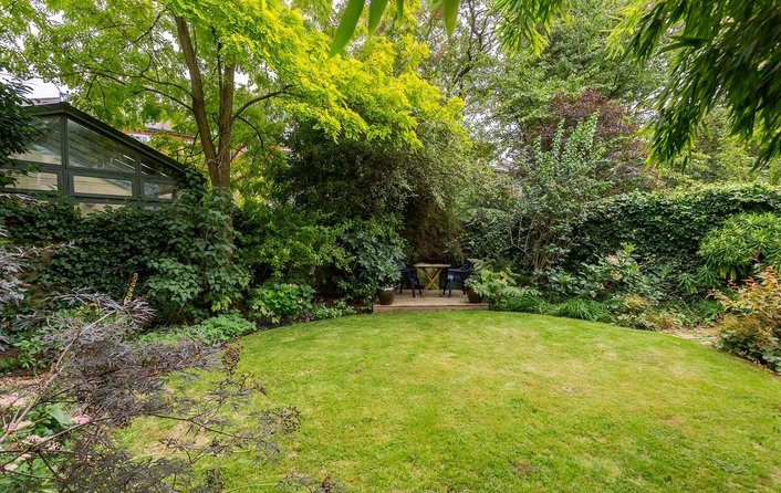 Flat for sale in Raised Ground Floor Garden Apartment, Buckland Cre, Belsize Park
