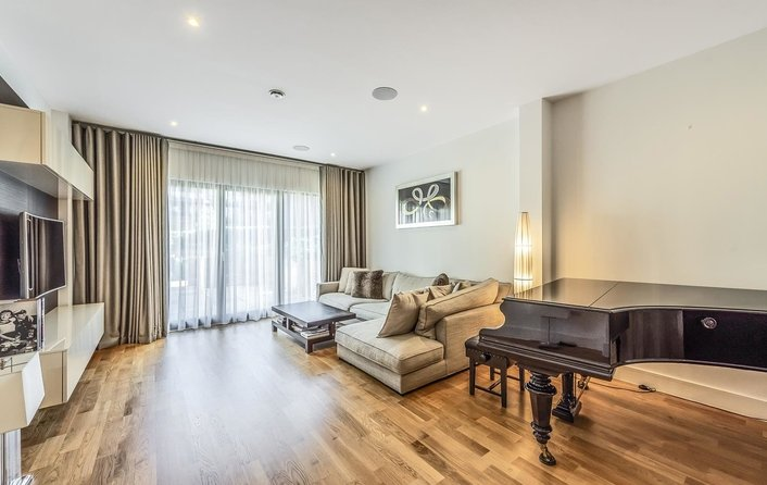 Flat for sale in Llanvanor Road, London
