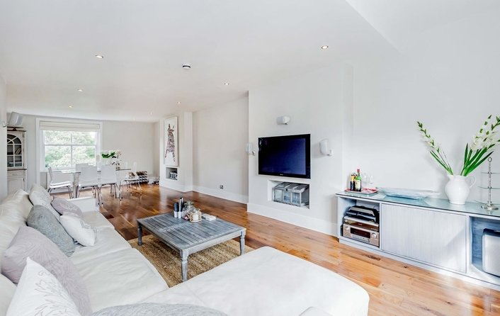 Flat for sale in Haverstock Hill, Belsize Park