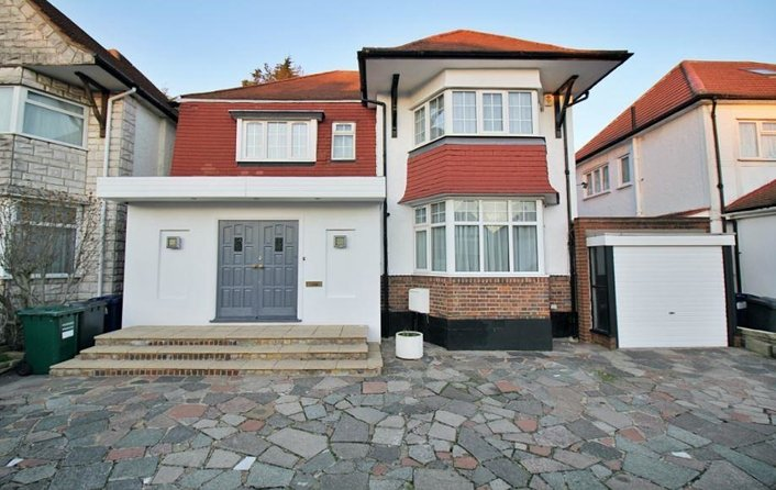 House to rent in Alderton Crescent, London