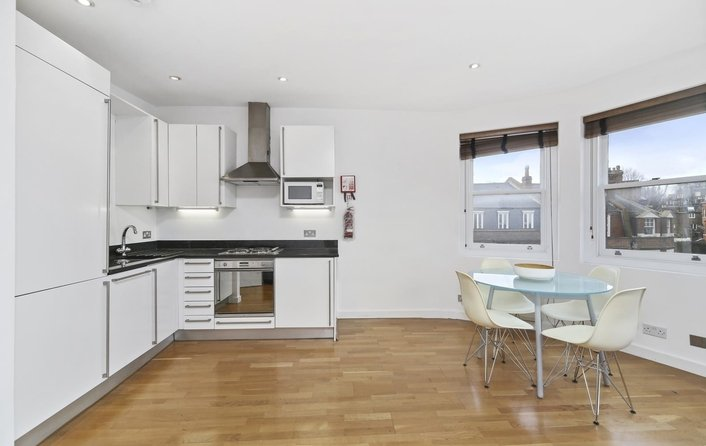 Flat to rent in Hampstead High Street, Hampstead Village