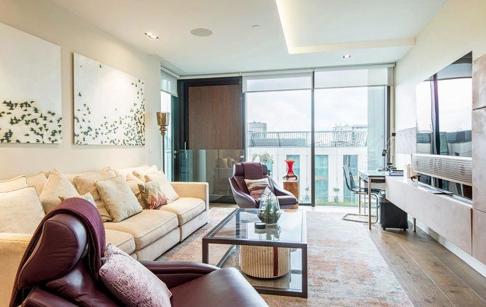 Flat to rent in Pearson Square, Fitzrovia