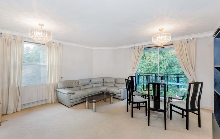 Flat to rent in Sumpter Close, Hampstead