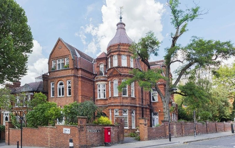 Flat for sale in Arkwright Road, Hampstead