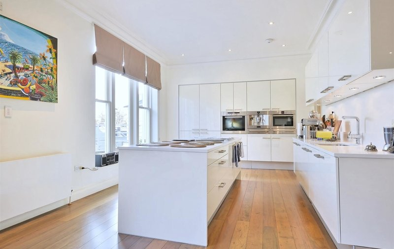 Flat for sale in Belsize Grove, Belsize Park