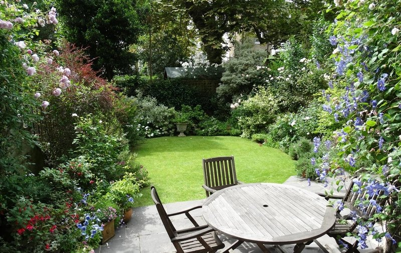 Flat for sale in Belsize Square, Belsize Park