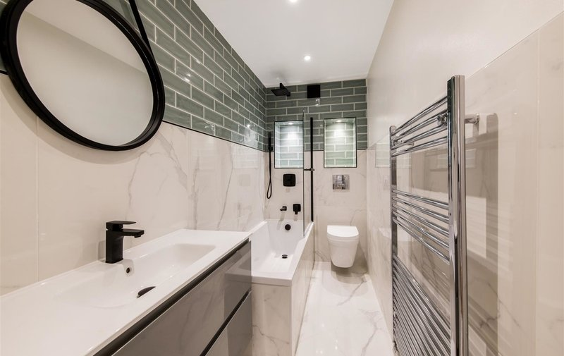 Flat for sale in Carlingford Road, Hampstead Village