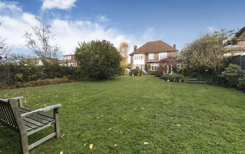 House for sale in Farm Avenue, The Hocrofts