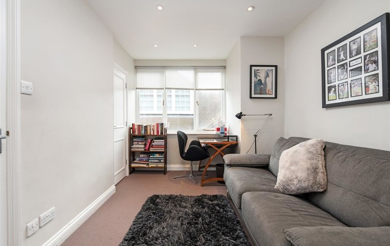 Flat for sale in Ferncroft Avenue, Hampstead