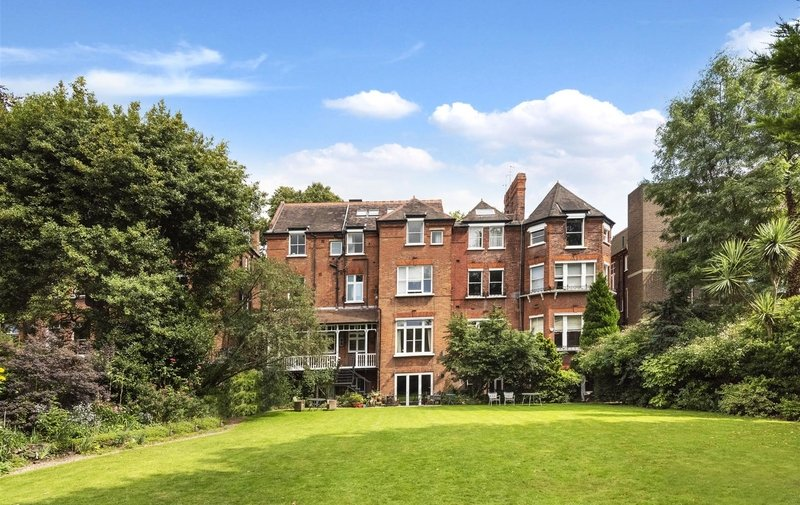 Flat for sale in Fitzjohn's Avenue, Hampstead