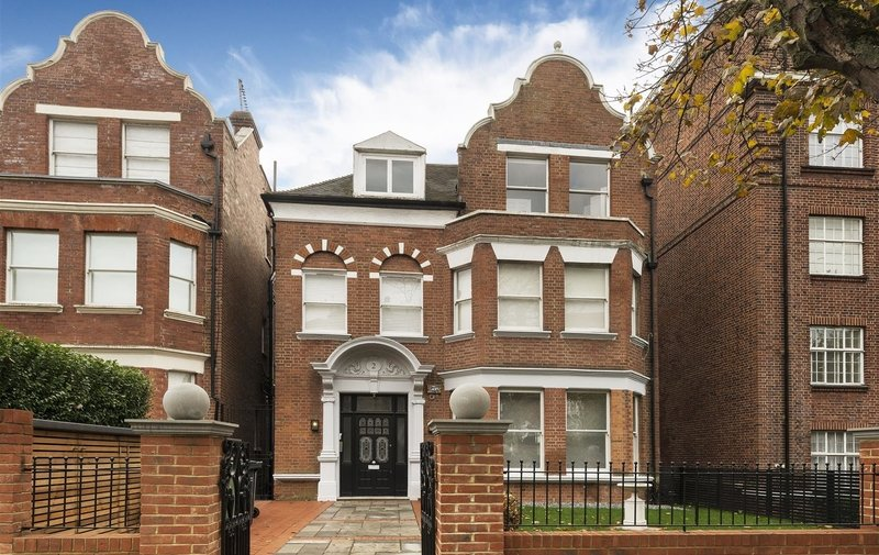 Flat for sale in Frognal Lane, Hampstead
