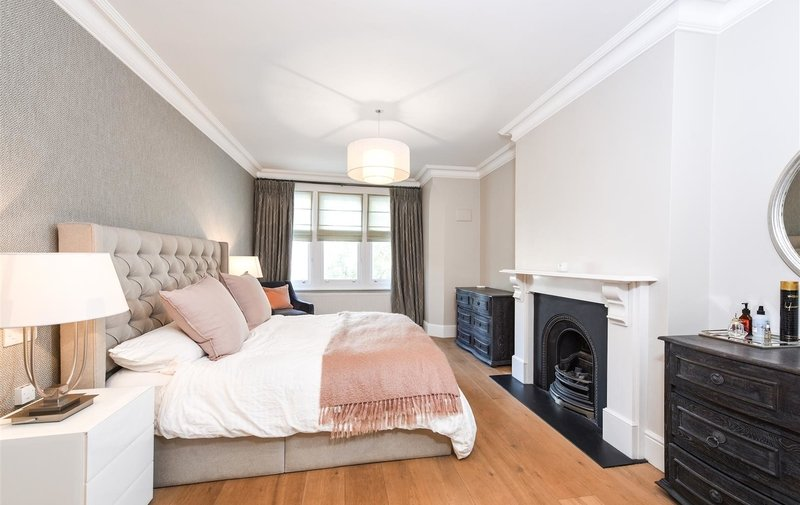 House for sale in Glenmore Road, Belsize Park