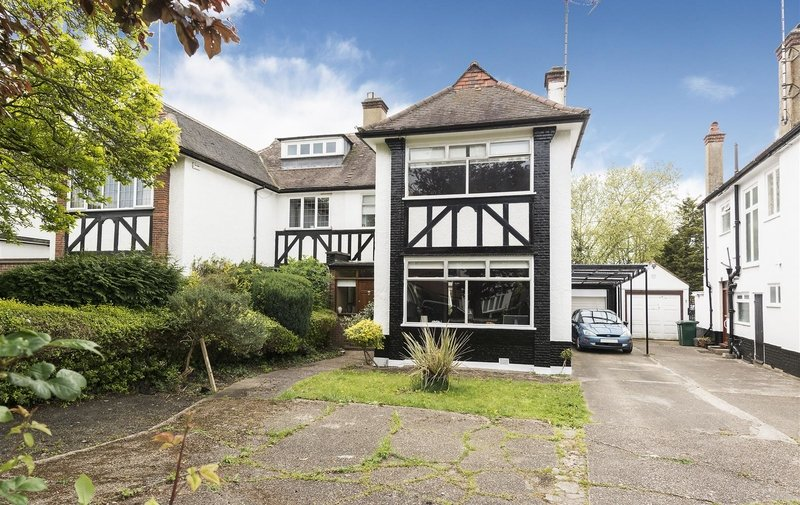 House for sale in Hodford Road, Golders Green