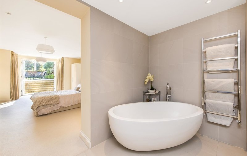 Flat for sale in Kidderpore Gardens, Hampstead