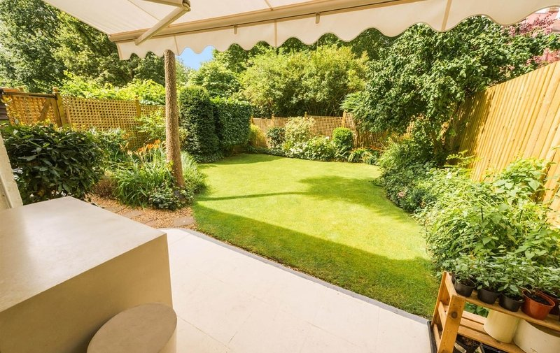 Flat for sale in Langland Gardens, Hampstead