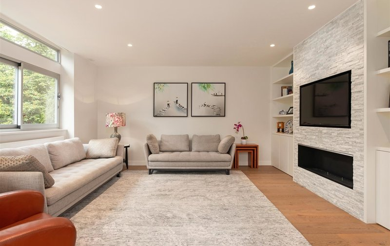 Flat for sale in Oak Hill Park, Hampstead