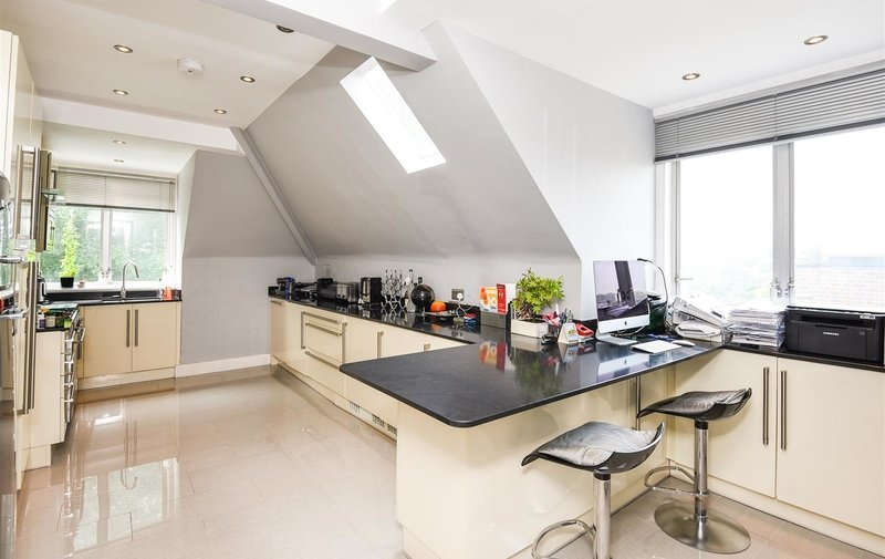 Flat for sale in Rosecroft Avenue, Hampstead