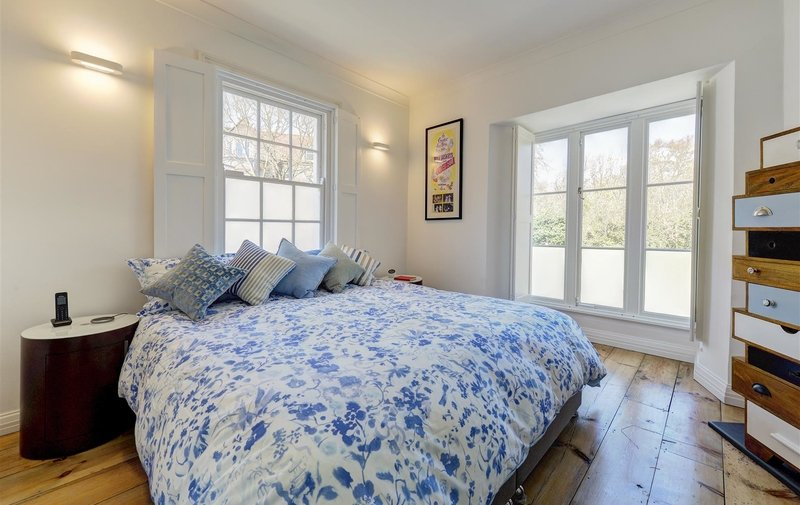House for sale in Squires Mount Cottages, Hampstead