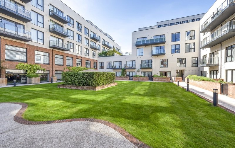 Flat for sale in Llanvanor Road, Child's Hill