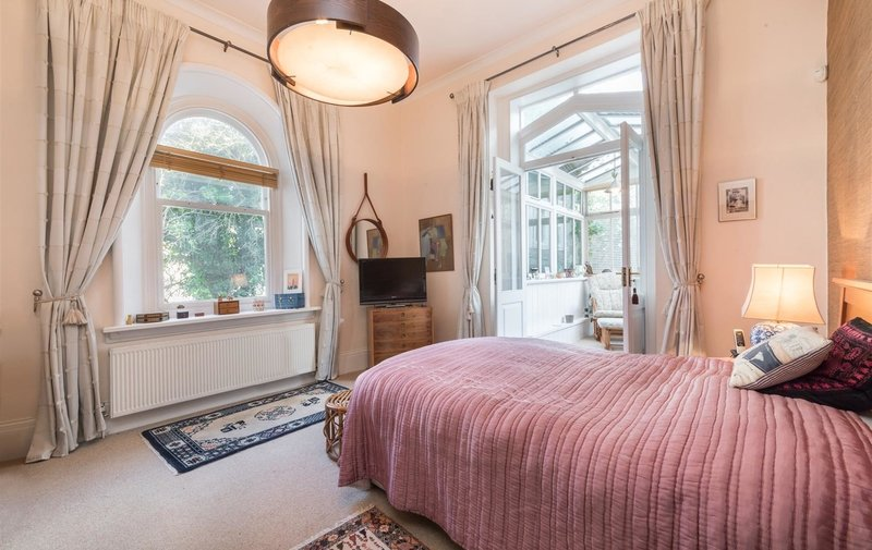 Flat for sale in Thurlow Road, Hampstead