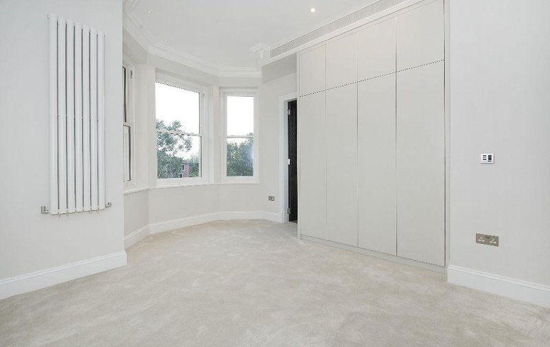 Flat to rent in Arkwright Road, Hampstead