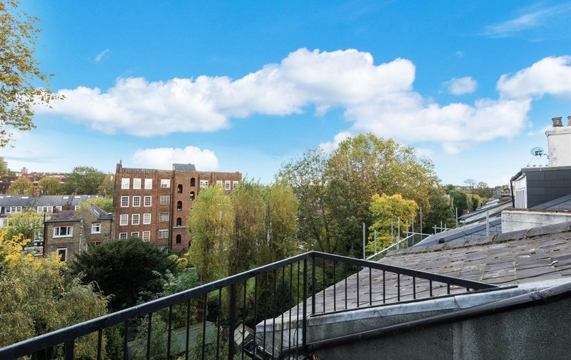 Flat to rent in Belsize Park Gardens, London