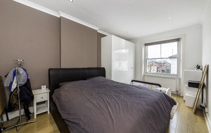 Flat to rent in Belsize Square, Belsize Park