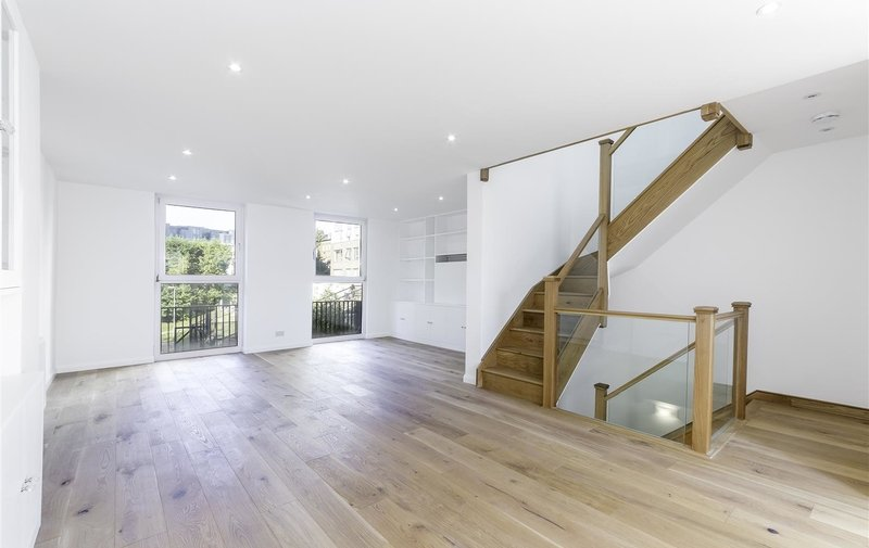 House to rent in Briary Close, Belsize Park