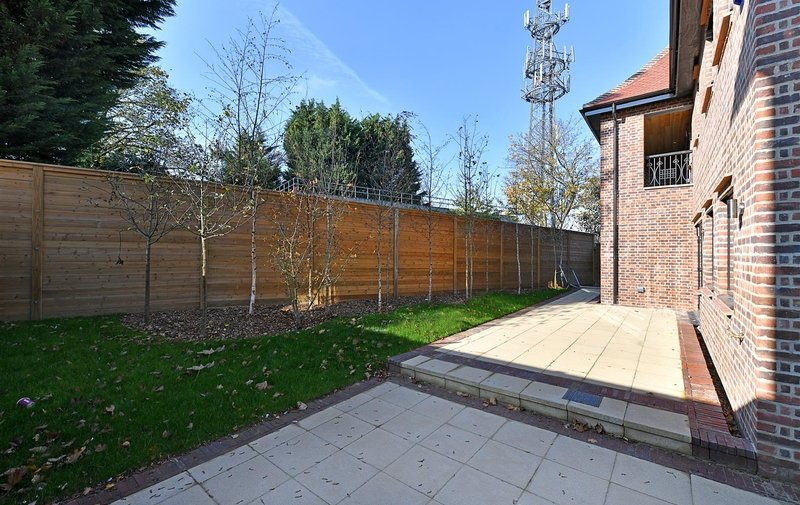 House to rent in Chandos Way, Hampstead Garden Suburb