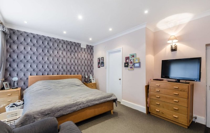 Flat to rent in Chesterford Gardens, Hampstead