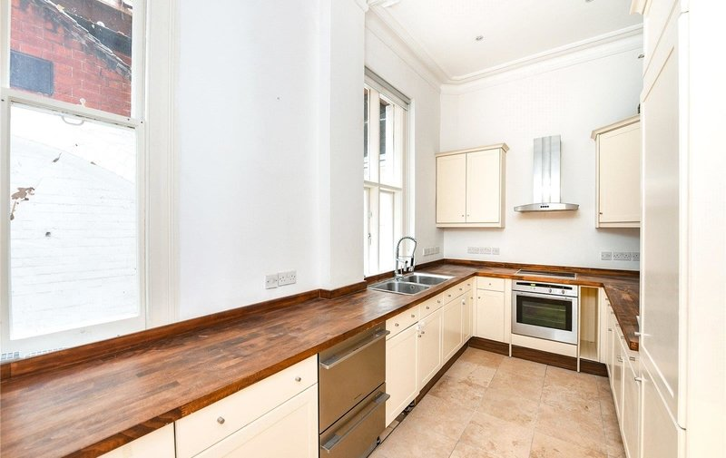 Flat to rent in Fitzjohns Avenue, Hampstead