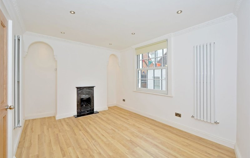 Flat to rent in Flask Walk, London