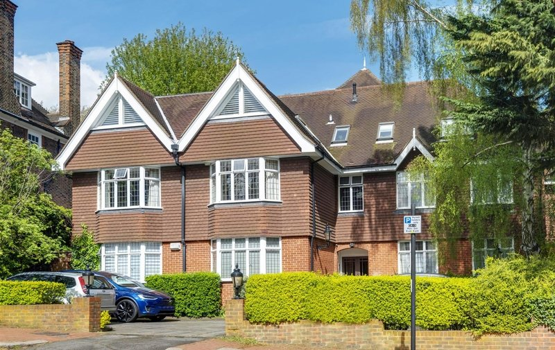 Flat to rent in Greenaway Gardens, Hampstead