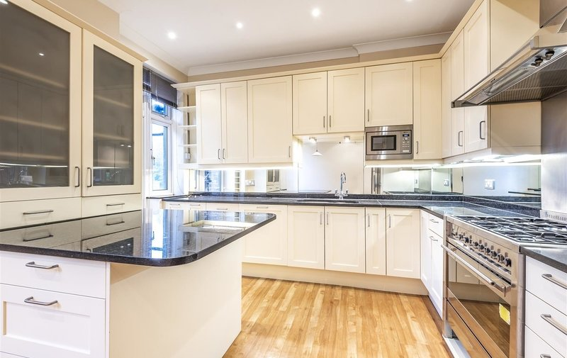 Flat to rent in Heath Drive, Hampstead