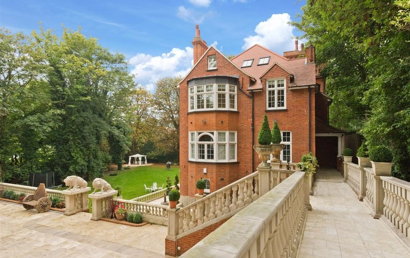 Flat to rent in Heysham House, Hampstead