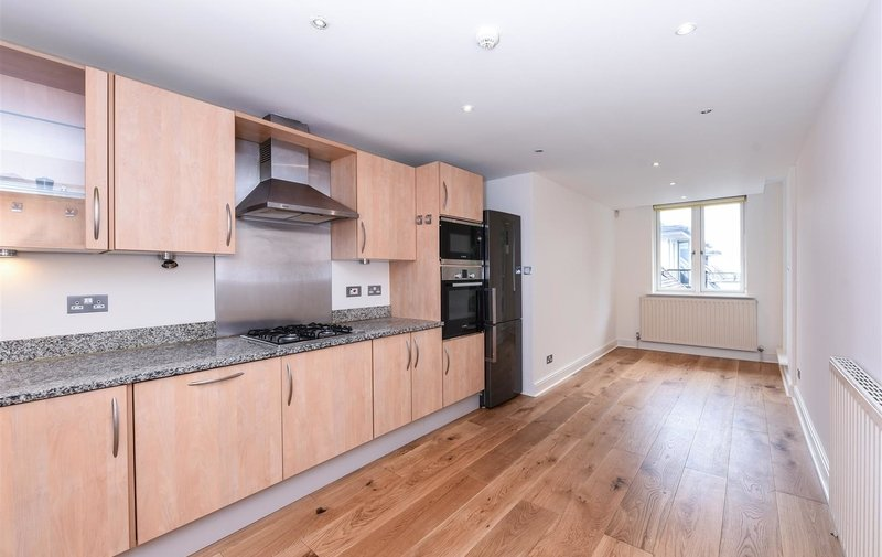 Flat to rent in Kidderpore Avenue, Hampstead