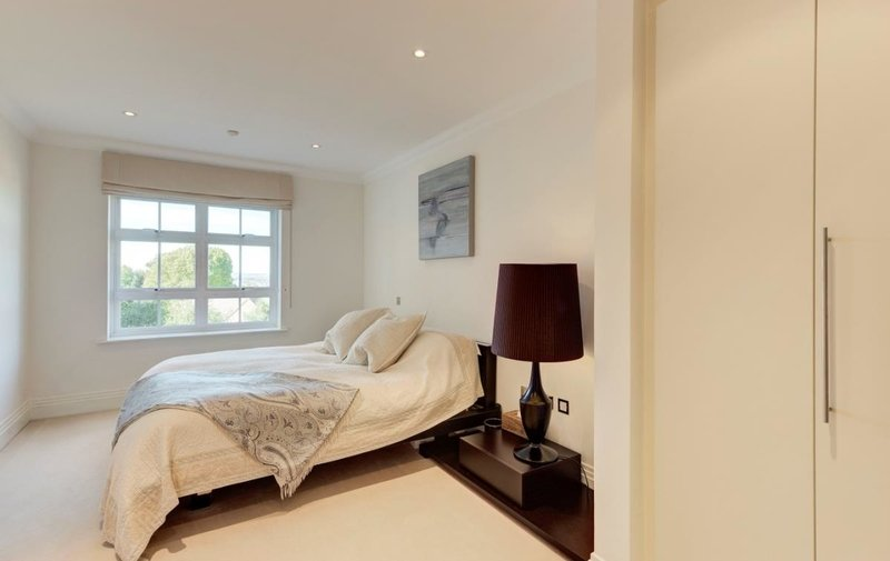 Flat to rent in Mountview Close, Hampstead