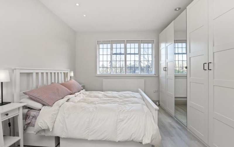 Flat to rent in Ossulton Way, Hampstead Garden Suburb