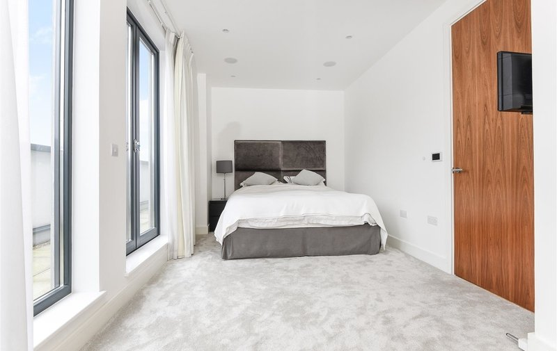 Flat to rent in Penthouse Apartment, The Lexington, London