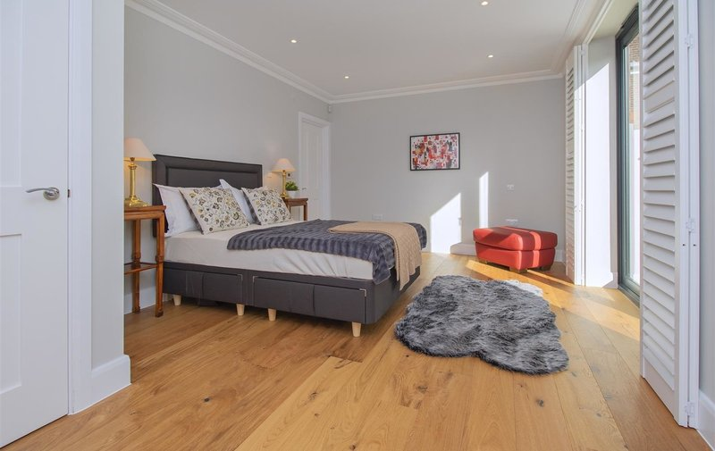 House to rent in Redington Gardens, Hampstead