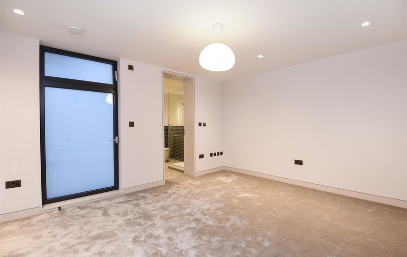 House to rent in Rosslyn Mews, Hampstead Village