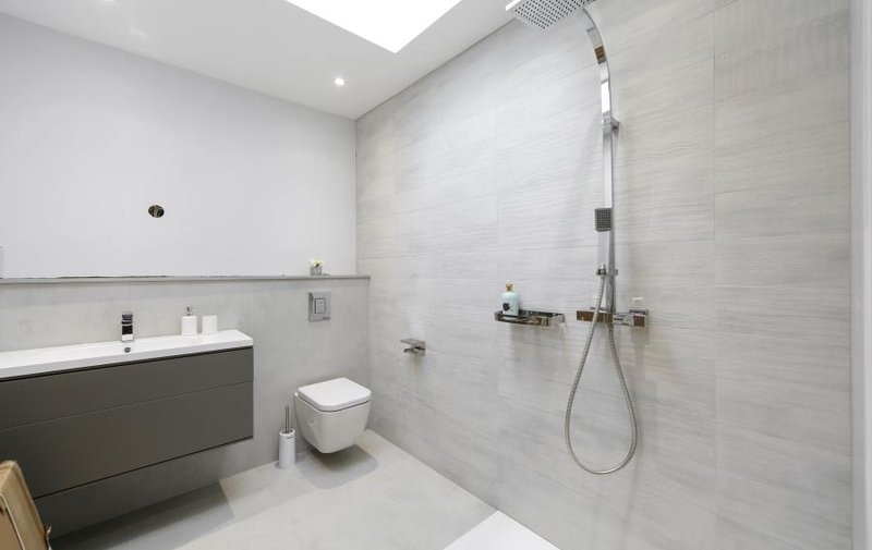 Flat to rent in The Vale, London