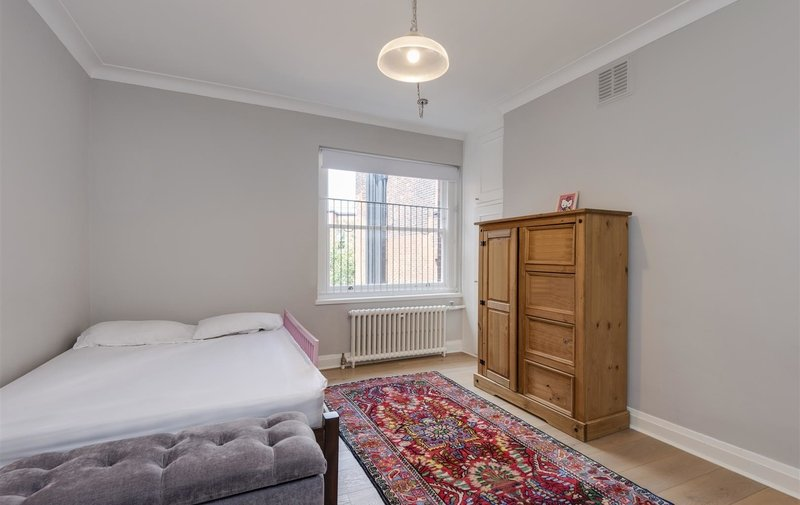 Flat to rent in West End Lane, West Hampstead