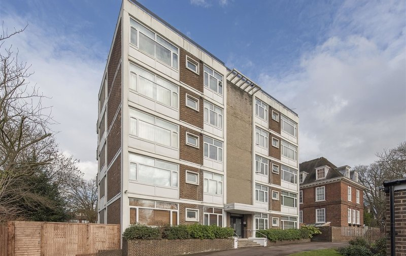Flat to rent in West Heath Avenue, Golders Green